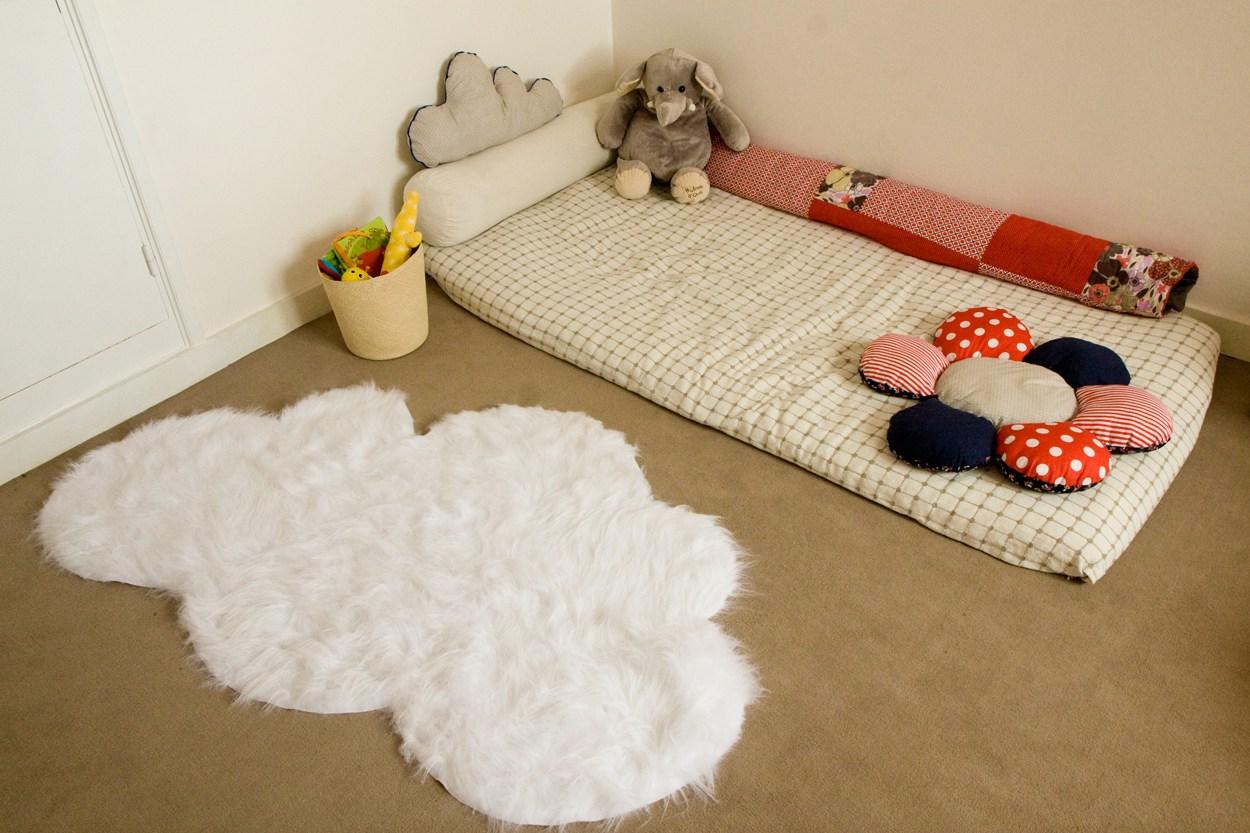 Un lit au sol pourquoi pas chut maman lit - Bebe ne veut plus dormir dans son lit ...