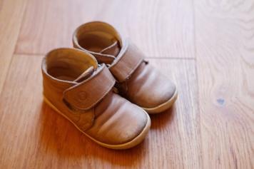 22fa223dcf7ab Ceci est une paire de chaussure ayant été portée tous les jours pendant 4  mois.